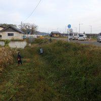 福島市の堀切橋周辺の除草とごみ拾い