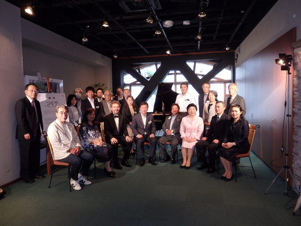 福島中央ライオンズクラブから福島学院大学へのグランドピアノ寄贈セレモニー